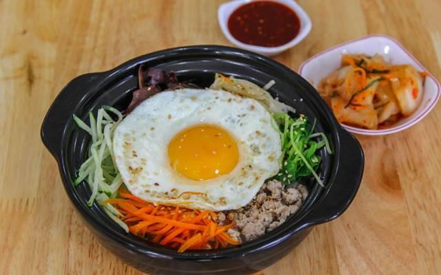 TOP 10 Địa điểm Ăn vặt/vỉa hè tại Đà Nẵng mới nổi không thể bỏ qua
